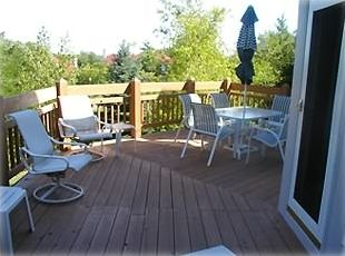 large deck with table for six/gas grill