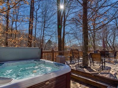 5 BR Log Home/16 acres/Hot Tub/ONLY 3 MIN. TO TIEC- SEE LISTING FOR SPECIALS