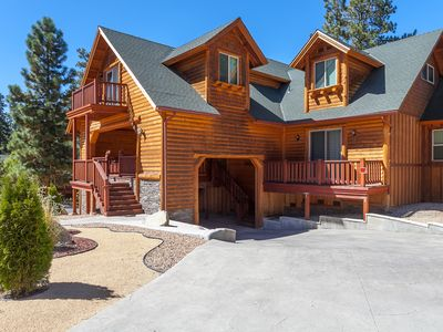 AWESOME LOCATION ! CLOSE TO BOTH SKI RESORTS, SLEEPS 18, 2 GAMEROOMS, NEW BEDS !