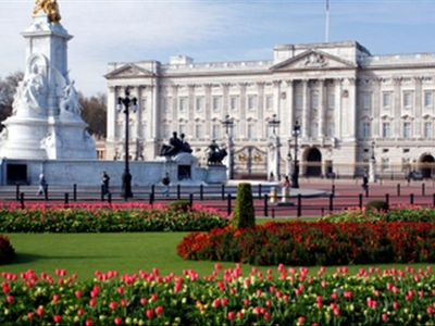 WALK TO BUCKINGHAM PALACE