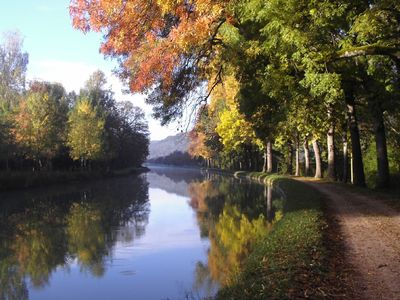 Take a stroll along the canal de Bourgogne