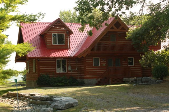 WindHaven Cottage: Waterfront log home in Prince Edward County