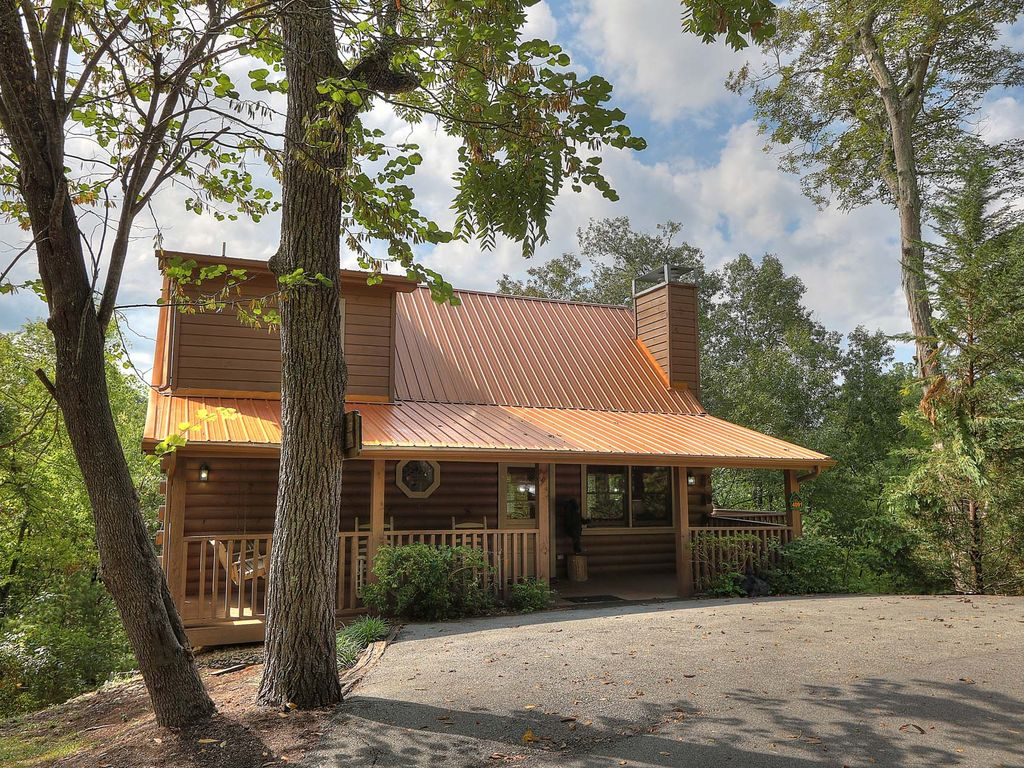 dance in the treetops at dancing bear lodge a 2 bedroom log cabin property image 1 dance in the treetops at dancing bear lodge a 2