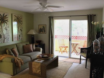 Living Room with lanai over-looks the golf course & Kohala Mountain