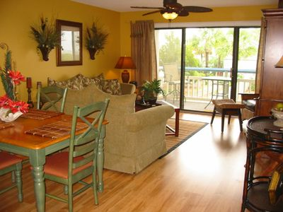 Harbor Island condo rental - Easy entertaining in the bright living dining area opening to an ocean view deck