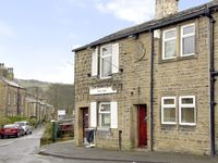 BUTTERFIELD COTTAGE, family friendly in Haworth, Ref 2447