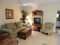 BbPeaceful and nice condo, professionally decorated, yet affordable.