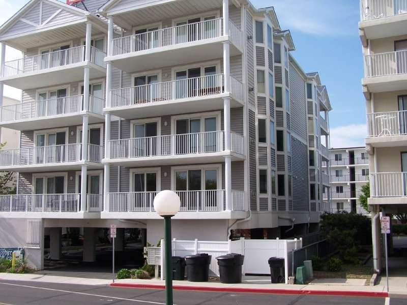 large 2 level condo townhouse style vrbo