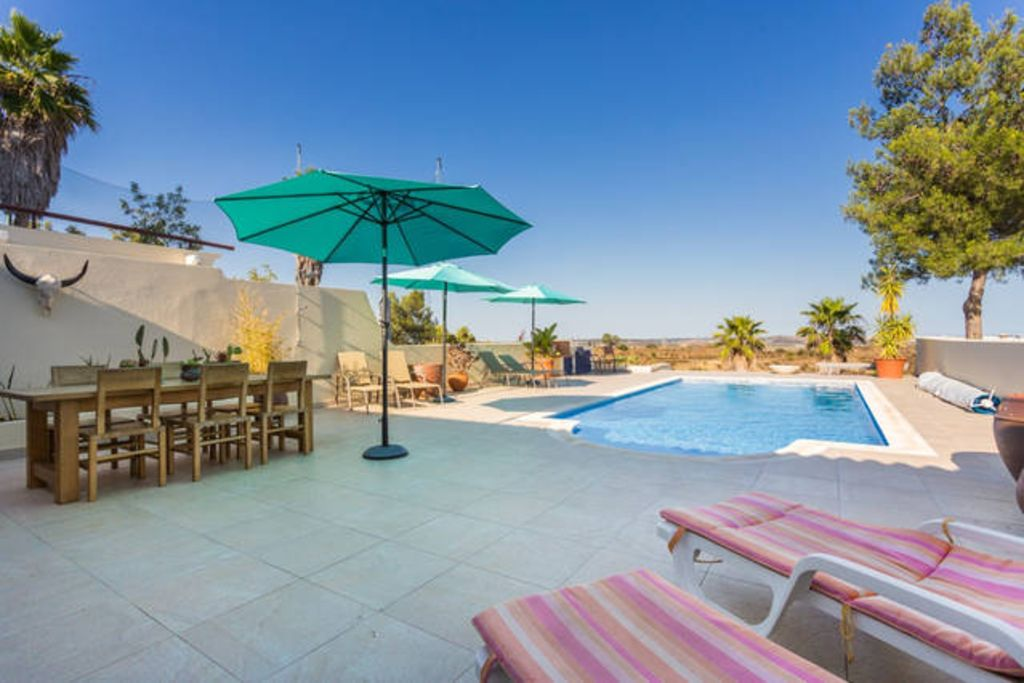 Luxury villa with private pool, fanastic views, mountainbikes and golfbuggy incl