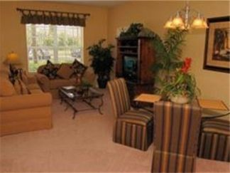 Orlando condo rental - living and dining room