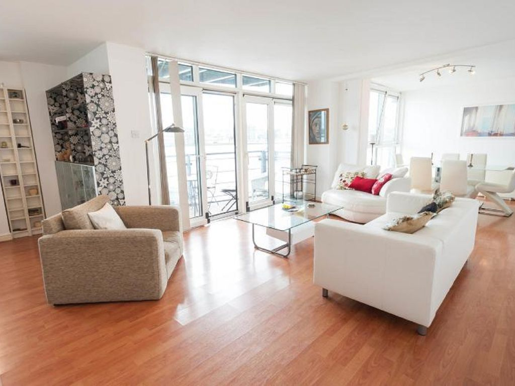 Stunning Thames Riverfront View Apartment Nearby Canary Wharf!