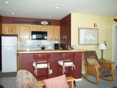 Fully Equiped Kitchen w/ Microwave, Breakfast Bar w/ 2 Stools