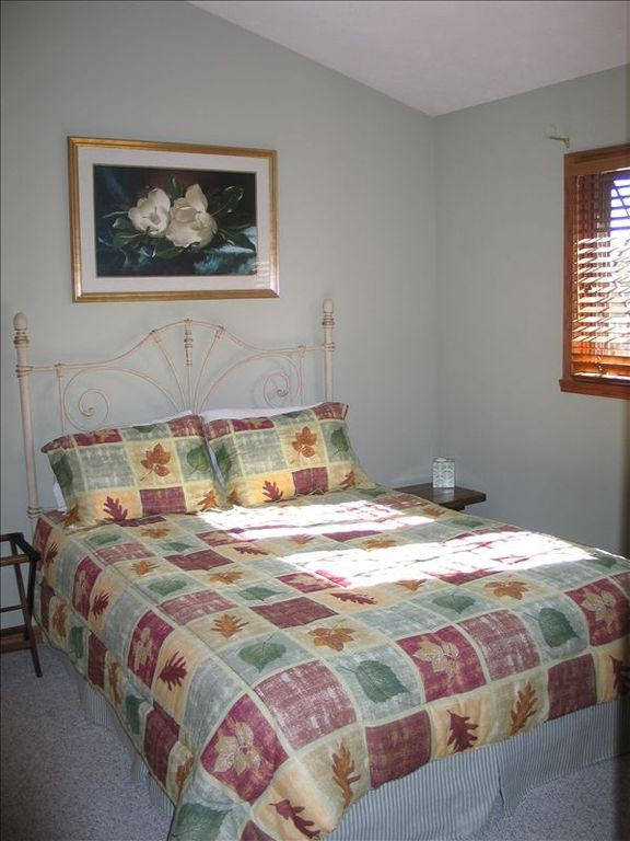 Upstairs bedroom 8279 - queen bed