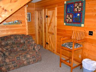 Sevierville cabin photo - Cozy corner in the game room for watching tv.