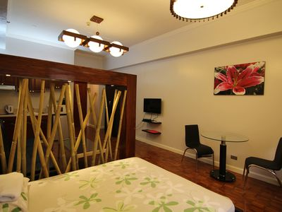 Stylish Studio In The Center Of Town. Right Beside Greenbelt 5.