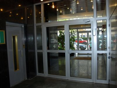 Entrance & lifts