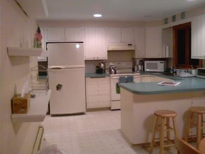 Kitchen Seats 8 at table & 4 at breakfast bar.   All newer appliances