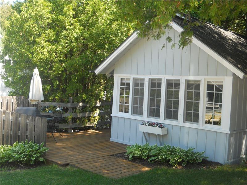 Remodeled cottage in downtown fish creek the vrbo for Motels in fish creek wi