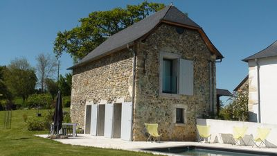 Lodging rated 4 stars NN, with swimming pool, in an old Bearnaise farm