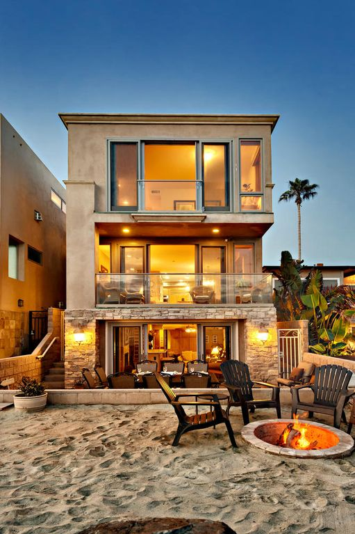 Luxurious new beachfront home on prime vrbo for Luxury beach homes for sale in california