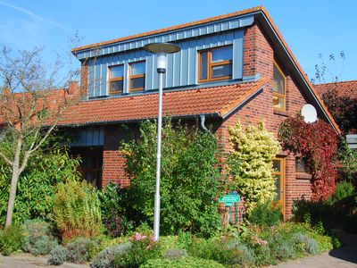 Summer Cottage (2-5 P) with sunny Terrace, Garden and access to the Water