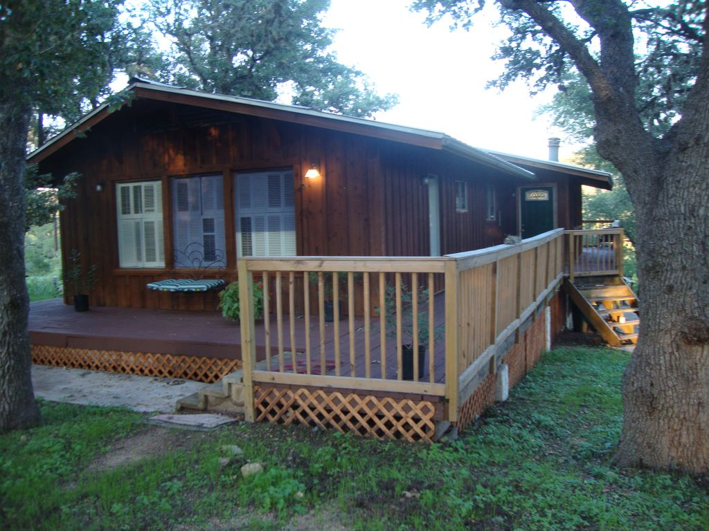 Charming guadalupe river cabin horseshoeloop for Cabins near whitewater amphitheater