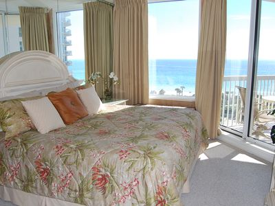 MASTER BEDROOM WITH OCEAN VIEW AND SLIDING GLASS DOOR TO BALCONY