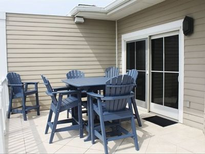 Isle of Palms condo rental - Deck w/ Dining Table Seating for 6