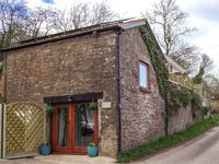 PADDOCK HOUSE, pet friendly, with hot tub in Blakeney, Ref 919931