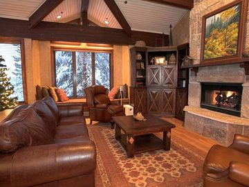 Deer Valley townhome rental - Spacious Living Room w/Soaring Wood-Beamed Ceiling and Windows - Mountain Views!