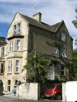 Central Bath servciced self-catering studio apartments, sleep 2-12, walk to town