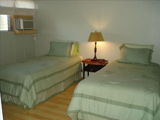 Kihei condo photo - Twin room or can become a King if desired for you.