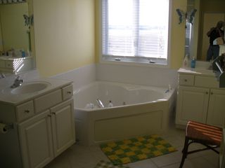 Fenwick Island townhome photo - Master Bathroom-Jacuzzi
