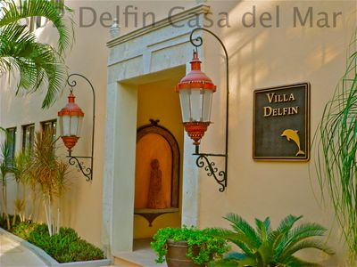 Entrance to Villa Delfin. Take the stairs or the elevator to Casa Hunter-Hart.