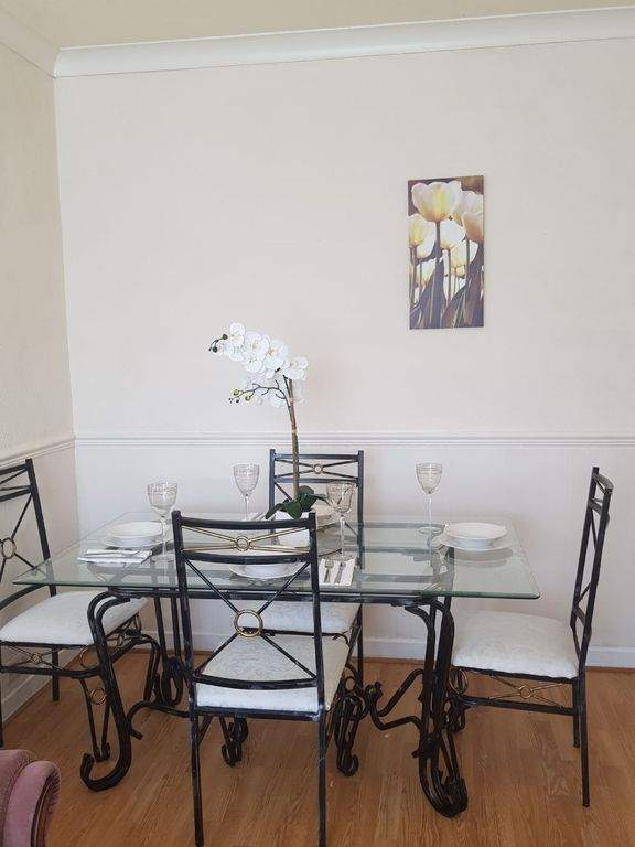 Broomfield Crescent Apartment, free wifi and parking