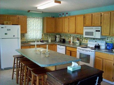 Nice, Fully Equipped kitchen w/Island/Bar