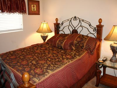 5 Bedroom home with Private Spa, Foosball table, Wifi, Cable NV250