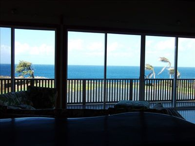 Relax and watch the whales from the livingroom sofa