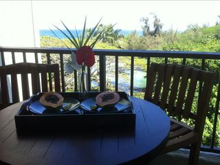 great sitting/dining area on the lanai