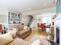 Mews House With a Private Patio and Roof Terrace in Kensington