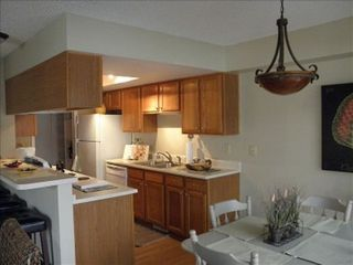 Manitou Springs townhome photo - Open concept Kitchen, new appliances, great for gatherings
