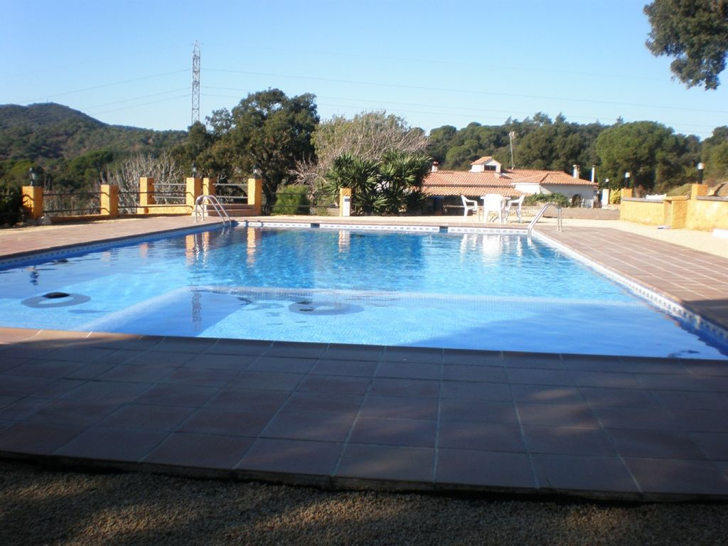 Casa rural en la playa para 20 personas en blanes 446469 for Casa rural 2 personas piscina privada