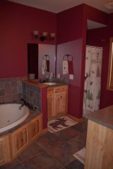 Castle Rock Lake condo photo - Master bathroom