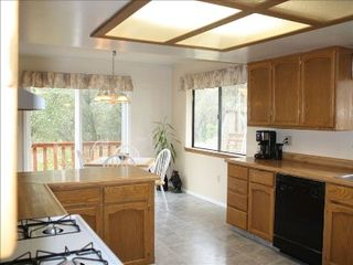Mariposa house photo - Spacious kitchen