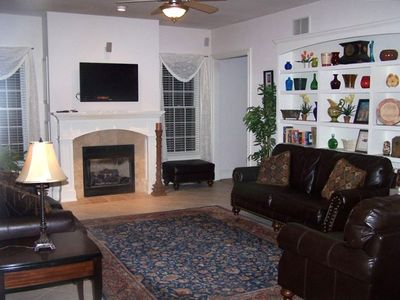 Large Family Room with Bose Surround Sound, Entertainment System and wet bar