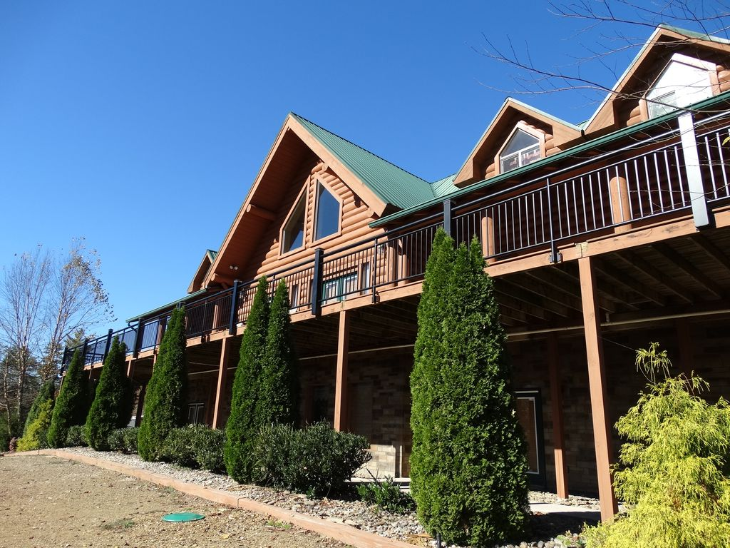 39 Moose Hollow Lodge  39  a Spectacular 9 Bedroom Mansion with Pool and Chapel