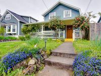 Lovely home near Alberta Street & with a wrap-around porch!