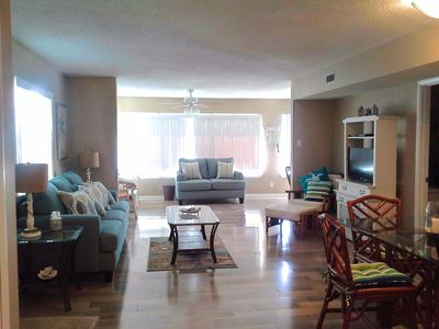 Come Relax on the Gulf of Mexico in this newly updated condo!
