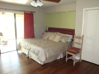 San Antonio house photo - King size Comfortaire adjustable bed (upstairs)