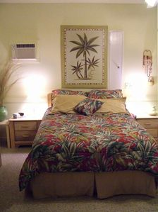 Downstairs Master (Queen Bed)